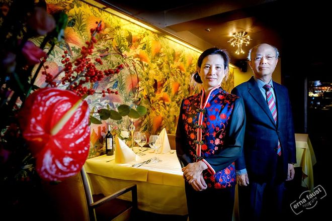 Karel en Fong in het restaurant